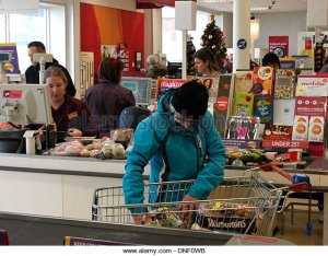 sainsburys-checkout-bude-cornwall-uk-dnf0wb