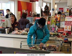 sainsburys-checkout-bude-cornwall-uk-dnf0wb